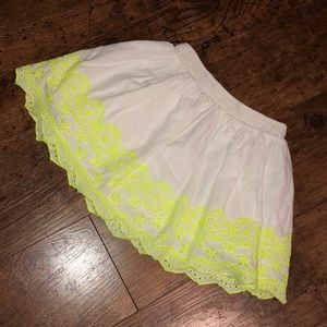 3/$15🔺Old Navy white & yellow embroidered skirt
